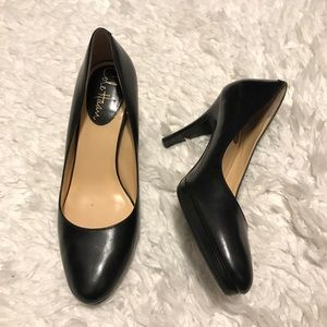 Cole Haan Air Pump Black Leather Size 5.5 B